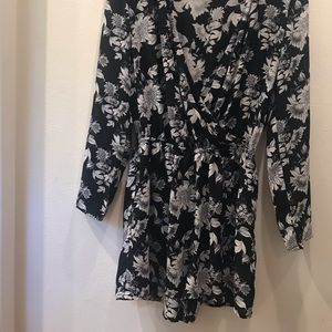 Divided black and white romper w/pockets!